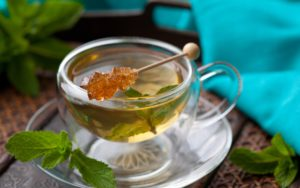 Хорошей рекомендацией является употребление после бани травяного отвара, чая с медом, лимоном или имбирем.