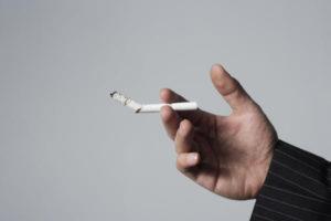 Чаще всего причиной кашля по утрам у взрослого является курение