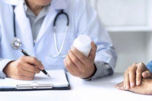 Назначать лекарственные препараты может только врач