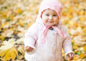 Нужно следить, чтобы ребенок не вспотел и не стал мокрым, иначе его продует
