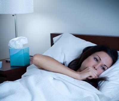 Кашель когда спишь на левом боку. Почему кашель усиливается в положении лежа и что делать