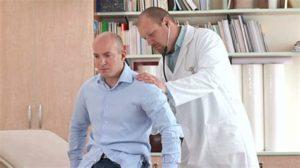 Кашель доставляет серьёзный дискомфорт и требует устранения средствами симптоматической терапии