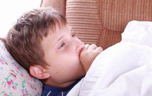 Как правило, хриплому кашлю у ребенка сопутствует высокая температура тела