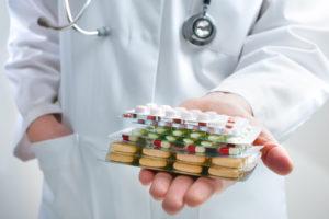 Основа лечения остаточного кашля – медикаменты
