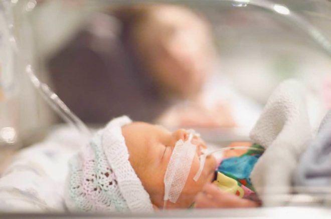 Сколько лечится пневмония у новорожденных и недоношенных детей?